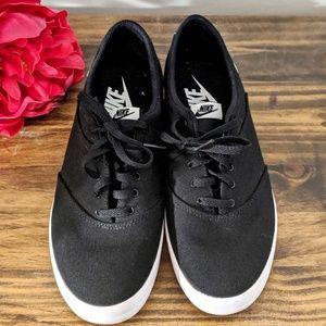 NWOT Nike Kicks- women's size 9.5